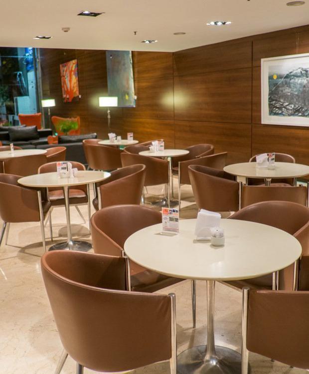 Bar Howard Johnson Hotel & Suites Córdoba