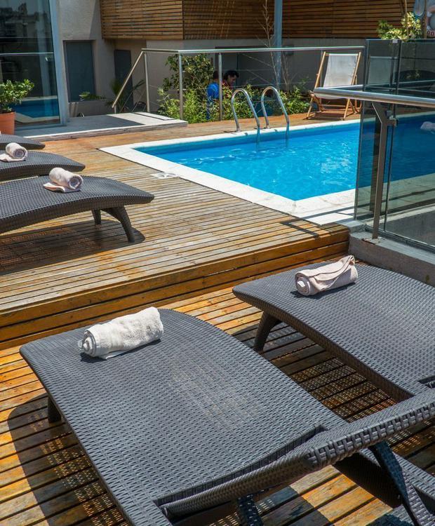 Piscine et espace extérieur, idéal pour les journées d'été. Howard Johnson Hotel & Suites Córdoba