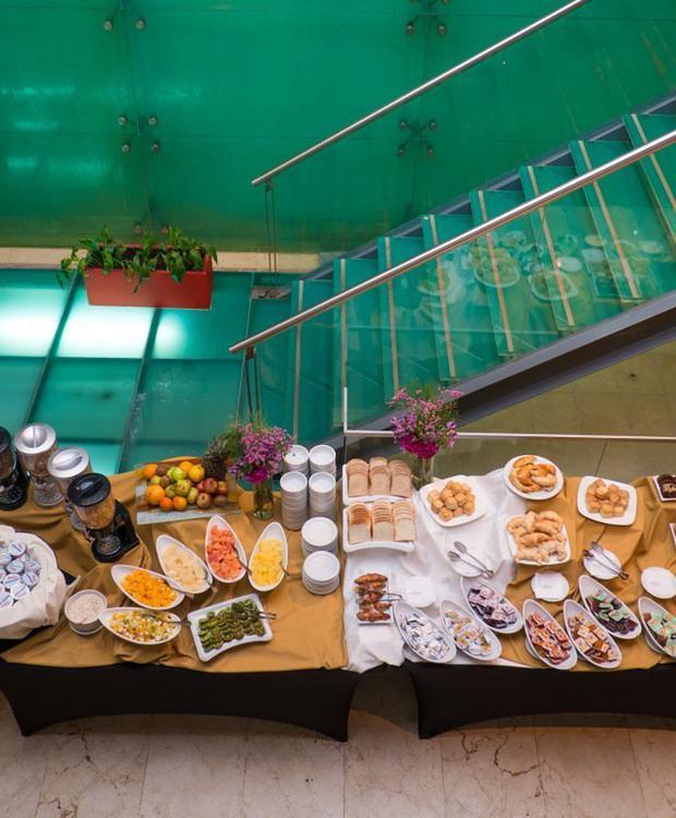 Service gastronomique d'excellence et pour tous les goûts. Howard Johnson Hotel & Suites Córdoba