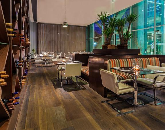 RESTAURANT 565 Hôtel Four Points by Sheraton Los Angeles Los Angeles