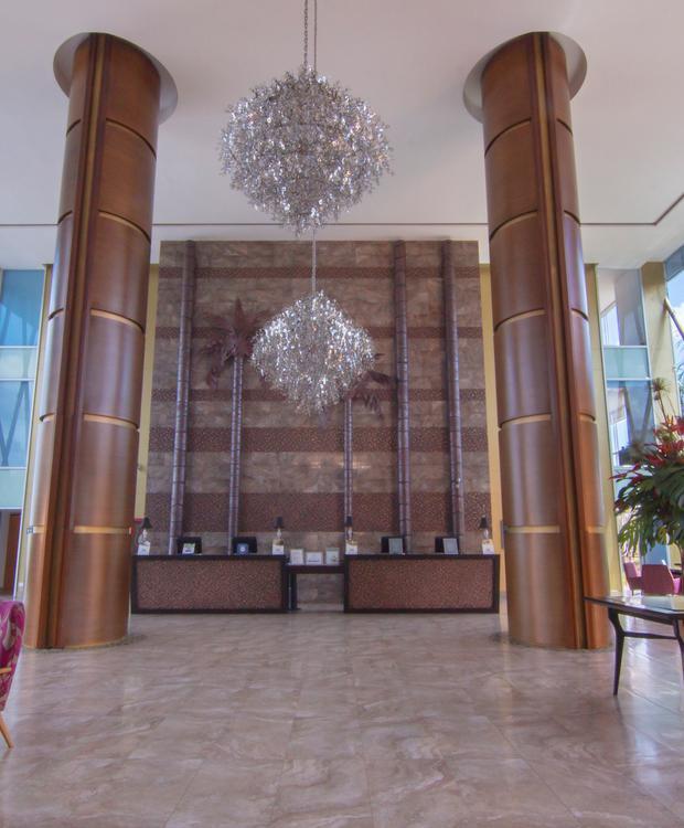 Lobby Sonesta Hôtel Pereira Pereira